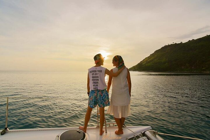 Sunset Dinner Cruise by Yacht Catamaran