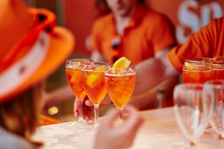 Wine bars hopping: Spritz & local bites