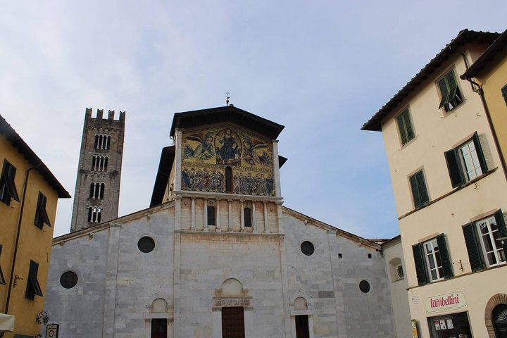 Lucca Private Walking Tour with Delicious Tasting