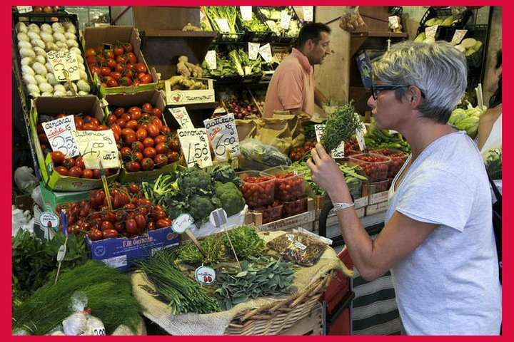 Local market visit and private cooking class at a Cesarina's home in Siena