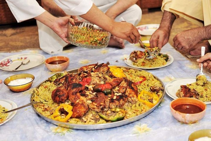 Authentic Dinner with an Omani Family... A real experience!