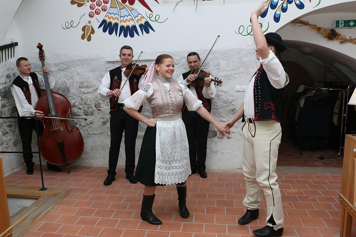 Folklore show and traditional slovak dinner