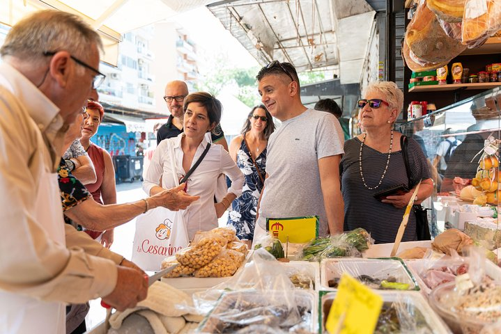 Local market visit and dining experience at a Cesarina's home in Rome