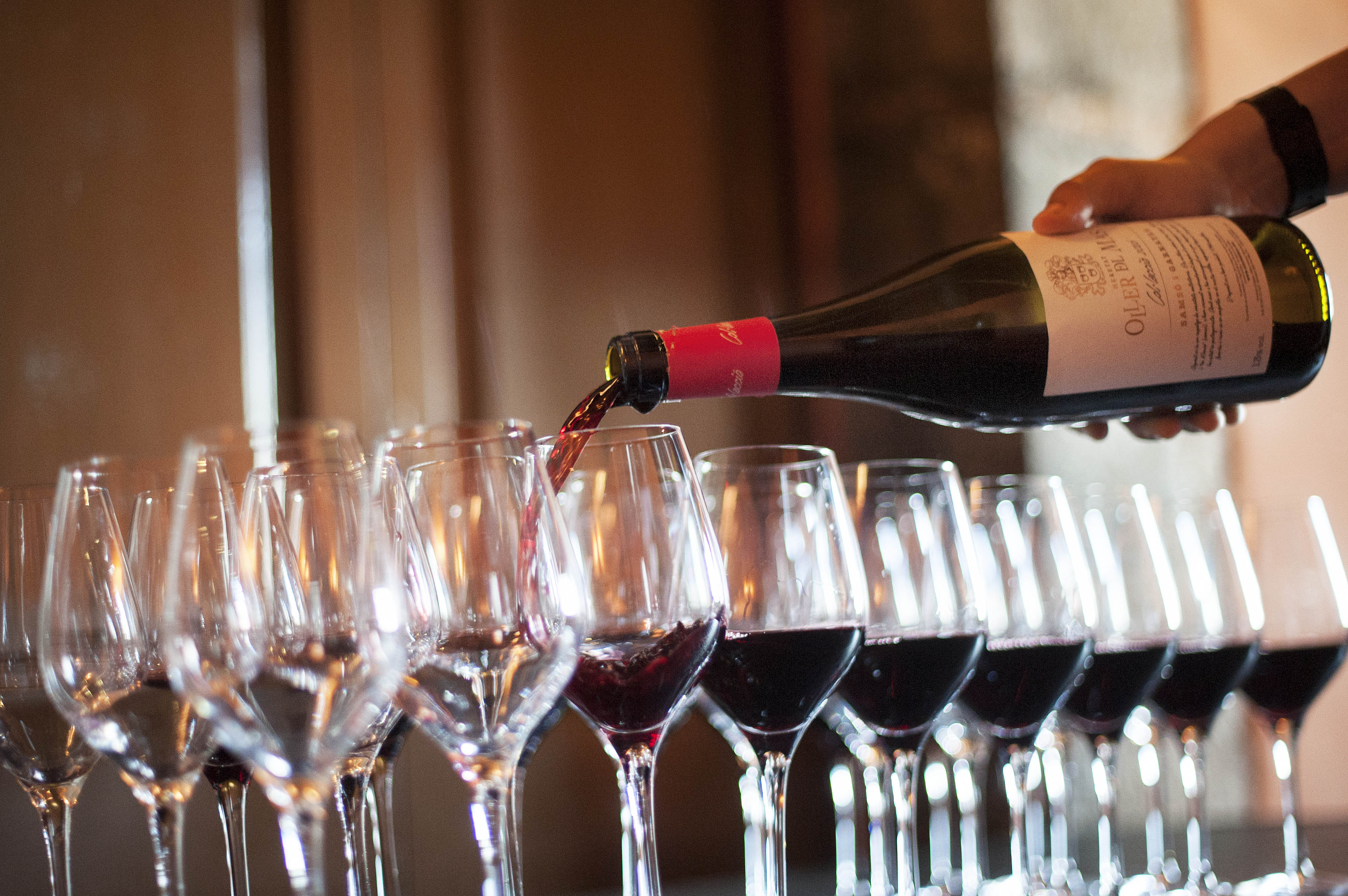 Late-start Montserrat, Food & Wine