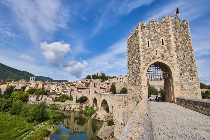 Private Full Day Tour: Three Medieval Towns Plus Lunch