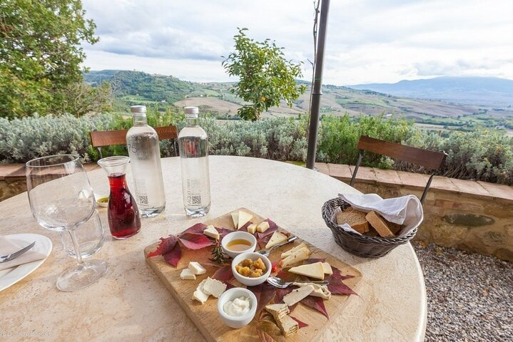 Full-Day Taste of Tuscany Cheese Olive Oil and Brunello Tour