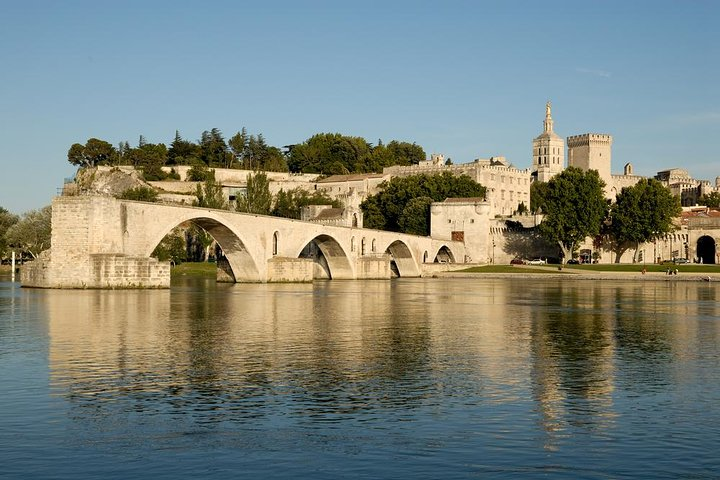 Day Trip from Marseille: Avignon, Chateauneuf-du-Pape and Les Baux de Provence
