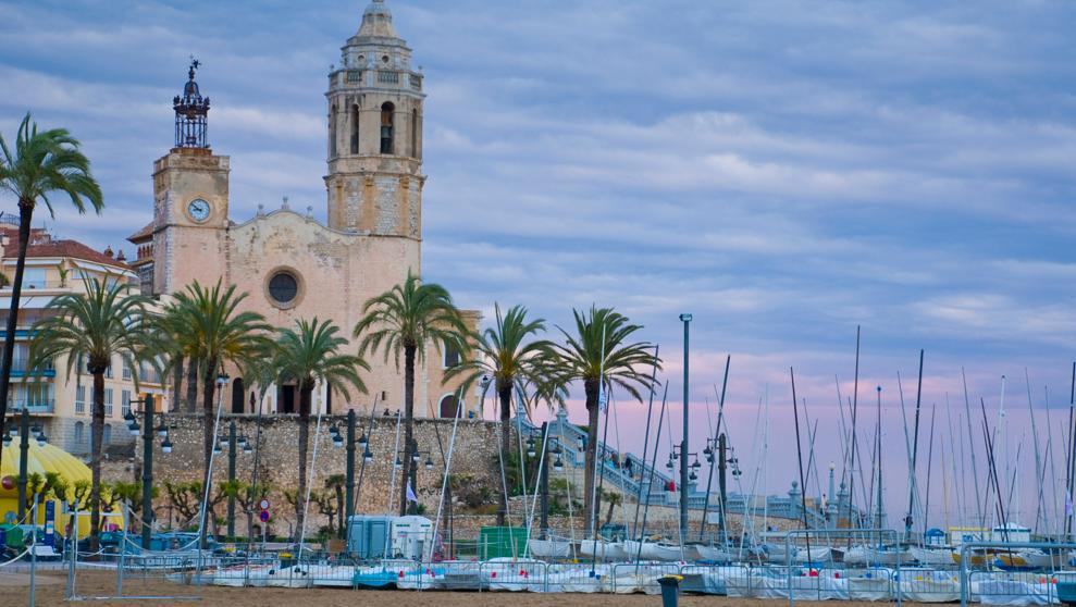 HISTORICAL TOUR IN SITGES + VISIT TO WINERY WITH TASTING WINES AND LUNCH