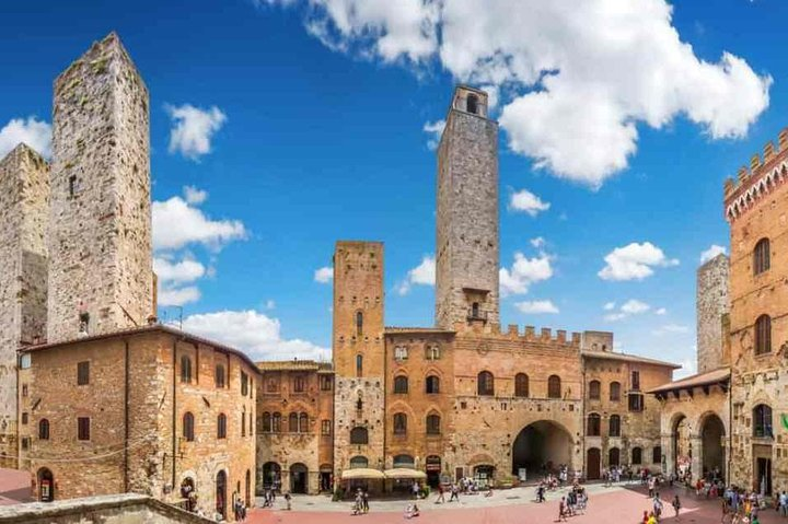 Sightseeing Chianti Winery and San Gimignano with transfer from Florence to Rome