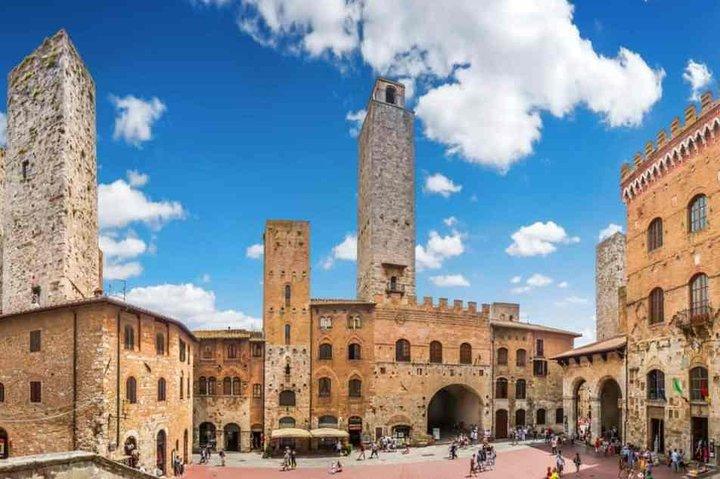 San Gimignano: its towers and the Vernaccia wine