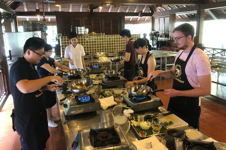 Blue Elephant Thai Cooking Class with Dessert in Phuket