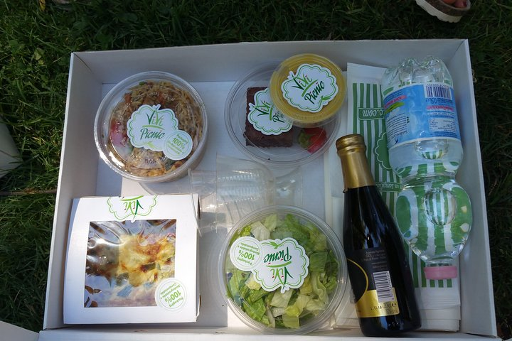 Barefoot in the Park: Your Ultimate Organic Picnic in Rome