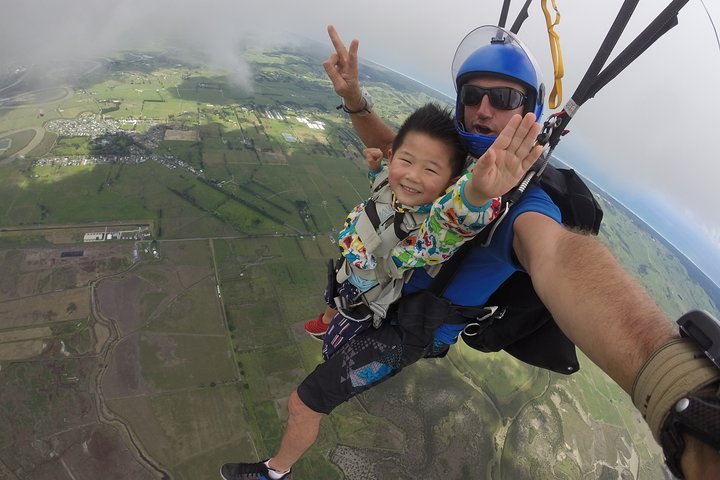 Book a Tandem Sky Diving Experience
