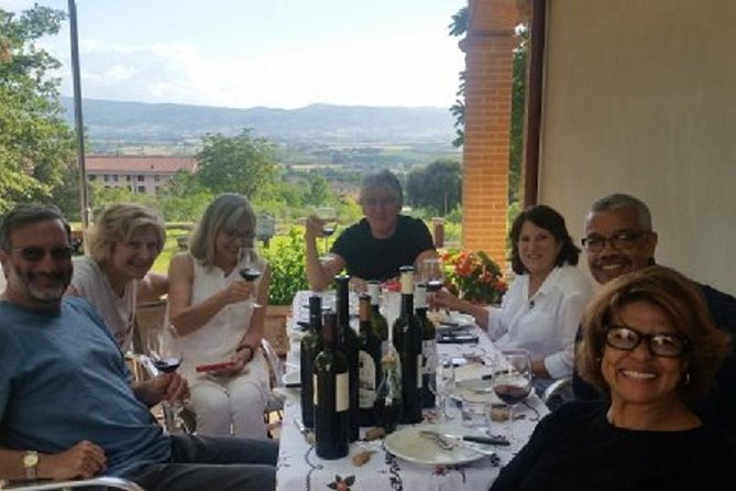 Assisi: Organic Winery Visit with Wine/Oil tasting and Full Lunch