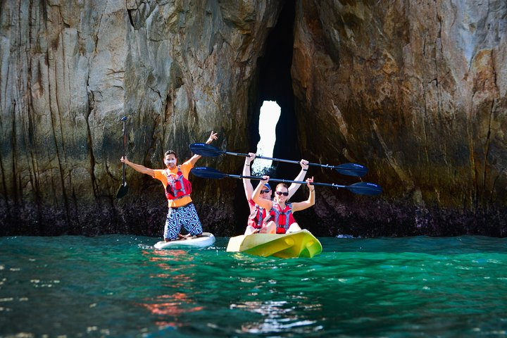 Enjoy kayaking with friends