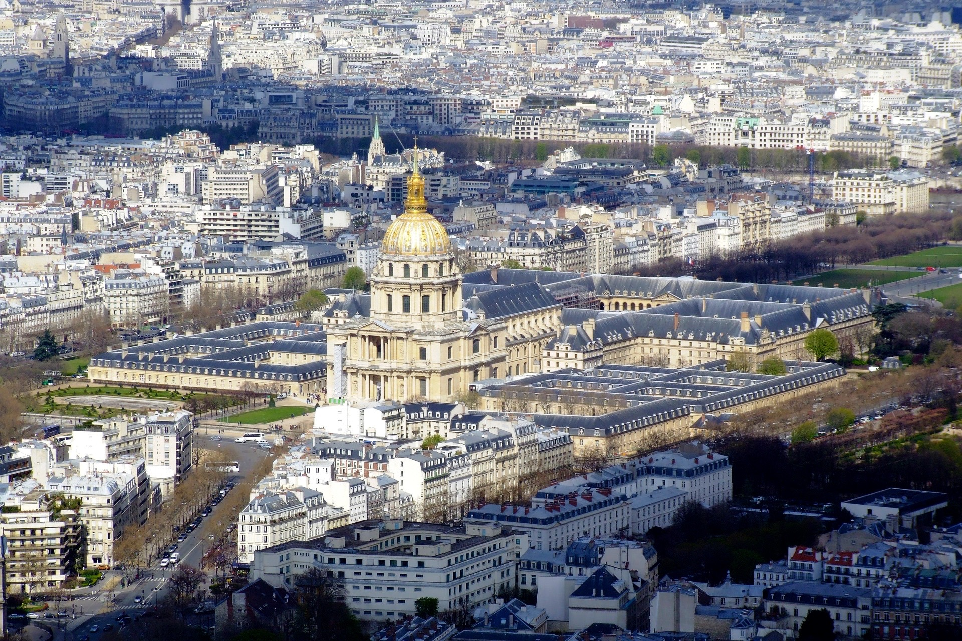 Paris: «Private Sightseeing City Tour» — Live Guided Sightseeing City Tour on a comfortable minivan