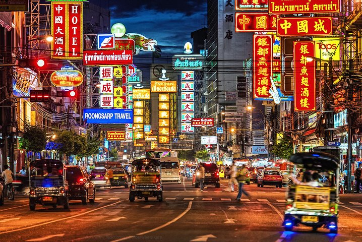 Explore Chinatown by Night with Dinner