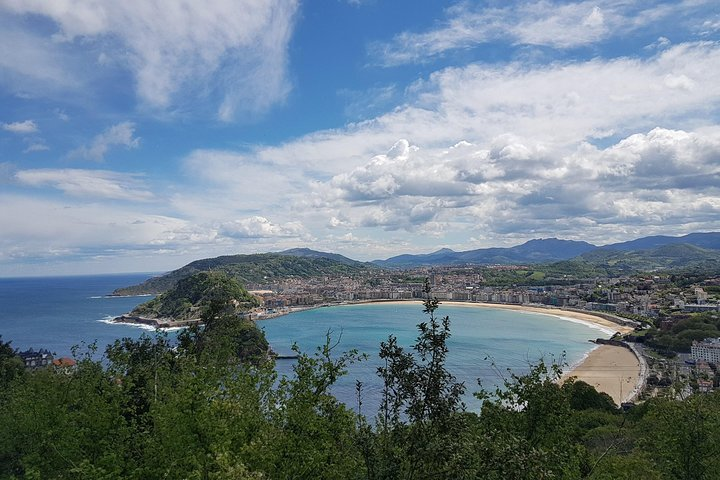 Private tour the Jewells of San Sebastián with lunch and full transport
