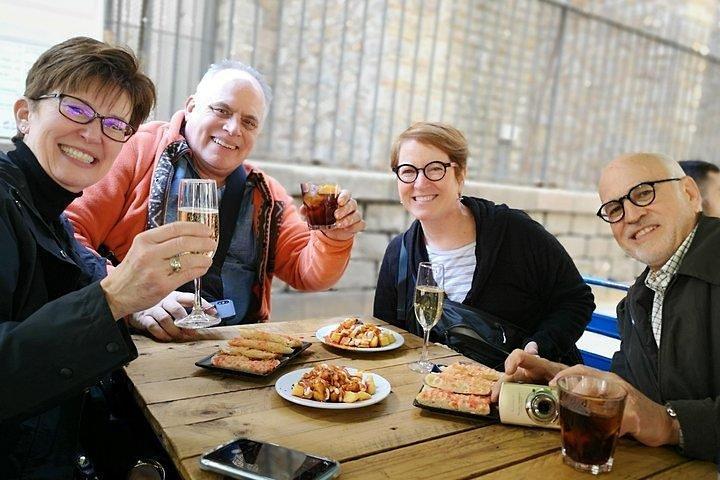 Private tour Sagrada Familia skip- the- line- tickets & Tapas and drinks