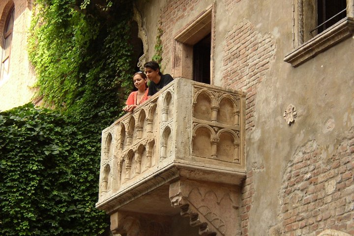 Private tour of the best of Verona - Sightseeing, Food & Culture with a local