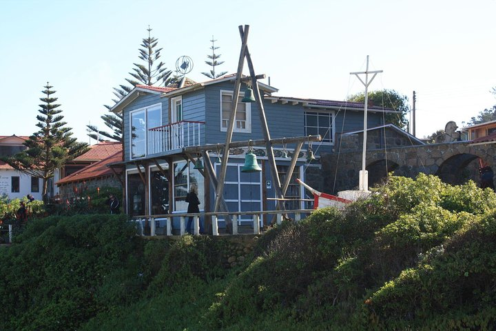 Small-Group Full Day Tour to Pablo Neruda House and Wine Tasting