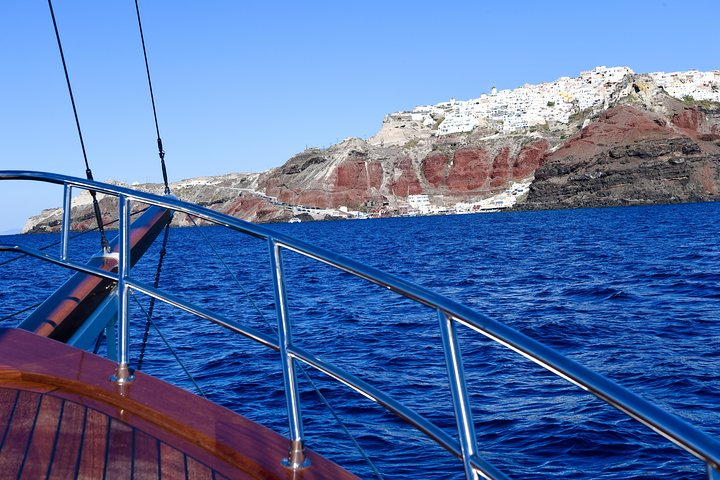 Earth and Sea Santorini tour bus and boat with wine tasting and dinner included